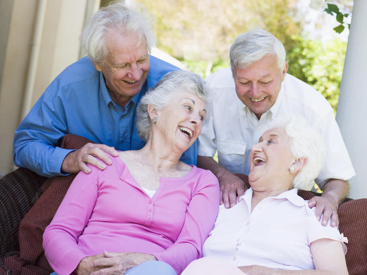 group-of-senior-friends-sitting-on-garden-seat-laughing_SFGDr3Rri.jpg